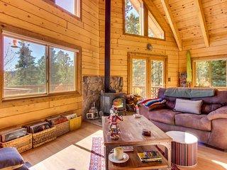 Unplugged, dog-friendly getaway w/tree-lined views, & private yoga studio