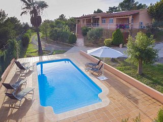 Villa with pool and BBQ in KM7 close to cala Jondal and Ibiza town