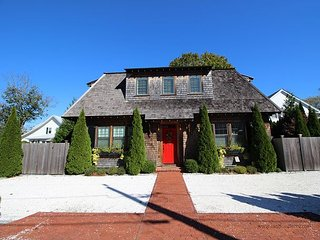 ELEGANT HOUSE LOCATED IN THE HEART OF DOWNTOWN EDGARTOWN, Edgartown