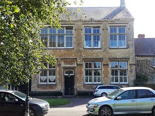 Luxury Duplex Apartment  On The Green in Calne ,Nr Bowood , Avebury & Marlbourgh