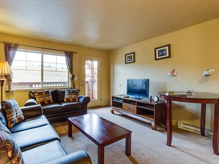 Ski-in/ski-out mountainview condo w/private gondola, shared pool, hot tub & gym!