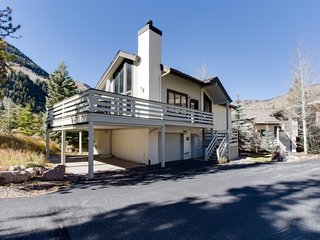 Cozy, sunny mountain home w/ beautiful views & a private hot tub, Vail
