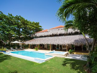Beautiful 4 Bedroom Villa with Maid, Pool, Jacuzzi, Punta Cana