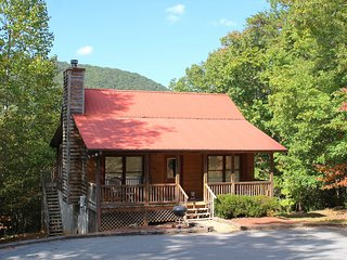 Cedar Suite: 2 Br 2 BA with Mountain View, Relaxing Settings, Hot Tub, Free WiFi, Helen