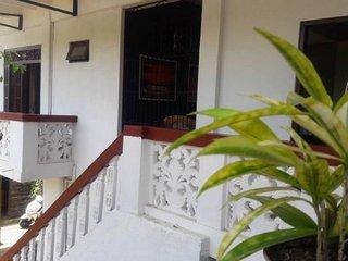 Palmero 4 AC Bedrooms Sleeps 9 close to beach, Negombo