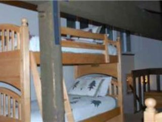 Bedroom,Furniture,Crib,Cradle,Bench