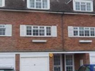 Seaford Townhouse with parking in ideal location