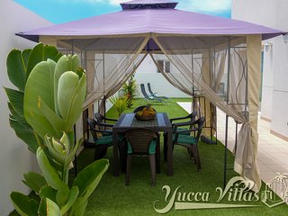 YUCCA VILLA-1 W/PRIVATE POOL, 6-8SLEEPS