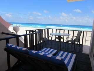 AMAZING BEACH FRONT WITH A PRIVATE BEACH ENTRANCE, Cancún