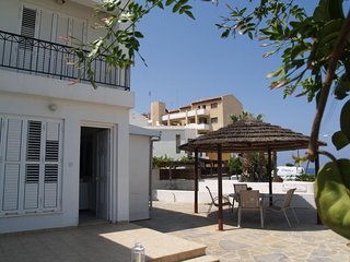 Kalamies Beach Villa DPSA05-Two Bed Townhouse-WiFi-BBQ-Few steps from the beach