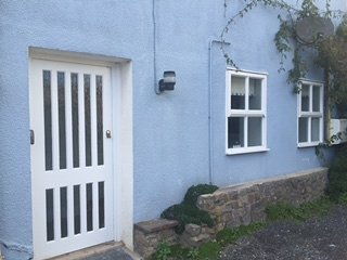 Cosy studio flat with parking., holiday rental in Tenby