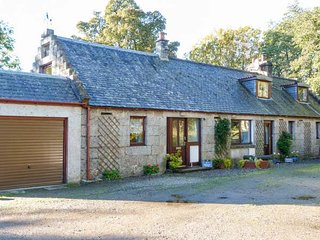 2 STITTENHAM COTTAGE, country holiday cottage, with a garden in Alness, Ref