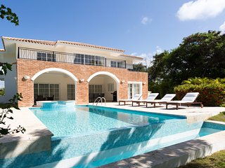 Beautiful 5 Bedroom Villa with Pool & Maid, Bávaro