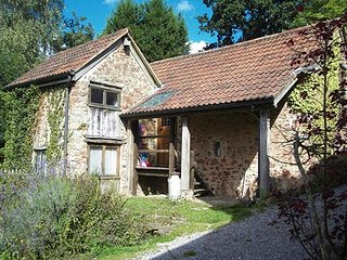 THE MILL, detached converted mill, over three floors, WiFi, pet-friendly, private enclosed garden, nr Watchet, Ref 915850
