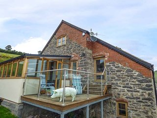 Y BEUDY, detached house, seven bedrooms, ideal for less mobile, lift, hot tub, p