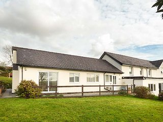 PWYLL COTTAGE, single-storey, WiFi, enclosed patio, pet-friendly, near Penygroes, Caernarfon, Ref 926332