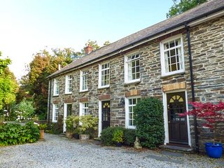 WATERWHEEL COTTAGE, terraced, WiFi, shared garden, nr Newcastle Emlyn, Ref 935944