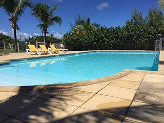 Beautiful refurbished condo, beach front +pool, affordable!, Orient Bay