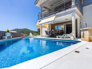 Brand new house with swimming pool, Marina