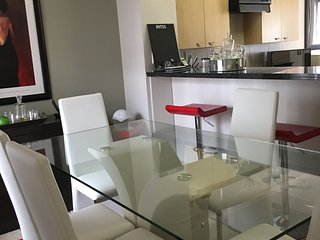 BEAUTIFUL UPMARKET 2 BEDROOM, Sandton