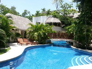 Sunshine at Holiday Tulum beautiful 2 bed Condo- Beaches just minutes away.