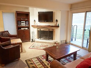 2BD, 2BA Ski-In Ski-Out Snowmass Village Condo on the Slopes w/ Fireplace