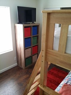 Double bunk bed 32' TV with DVD