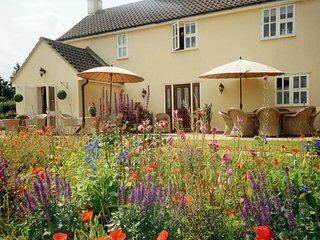 The Hen House with Hotub, 6 miles from Stamford overlooking Rutland countryside, Grantham