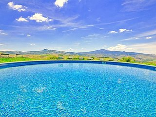 Villa Banditaccia with pool and panoramic views, Radicofani