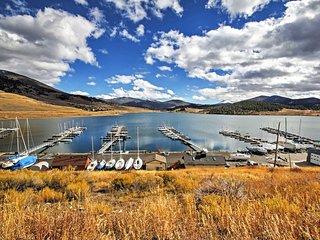 Lakefront 2BR Dillon Condo w/Deck & Hot Tub Access