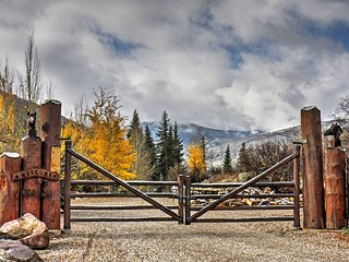 Charming Snowmass Studio - Right on Creek!
