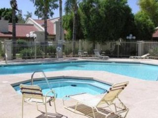Tempe Condo-Quiet and cozy, close to fun and food