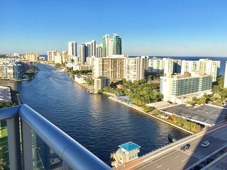 BEACHWALK 2102 SPECTACULAR 3/3 OCEAN, Hallandale Beach