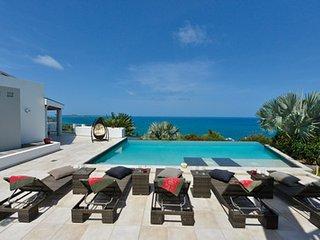 5 Bedroom Villa overlooking Happy Bay Beach, La Savane