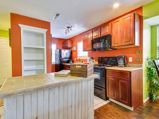 view of kitchen, full size appliances