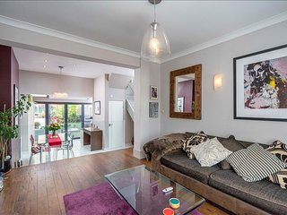 Beautiful 3BR 1BA House in Finsbury Park, London