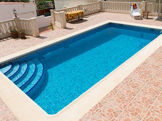 Pristine 4 Bed Villa with Pool and Electric Gates
