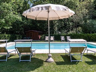 Casa Monic for 12 people (6 bedrooms). Private pool and garden. Close to Lucca