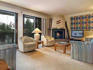 Convenient to Vail Village & Lionshead, Access to Landmark Pool & HT, Comfy Cond