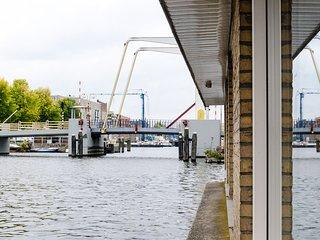 Houseboat Anita