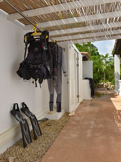 Area to dry your dive gear and 2 secured lockers for you dive gear.