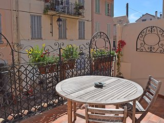 Charming flat in the old town, Cannes