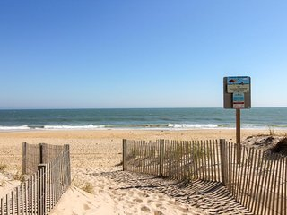Partial oceanview escape w/ shared pool & prime location steps from the beach!, Ocean City