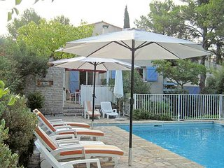 Montpellier French villas with pool sleeps 5