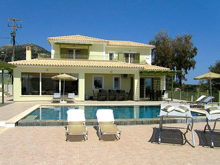 Turtle Beach Villa (Mounda Beach) Sleeps 2-8- pool, Skala