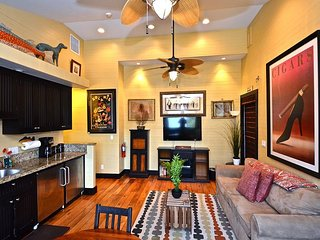 Kingfish Keep On Duval - Nightly Rental Beautifully Appointed with balcony!, Key West