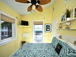Yellowfin Ledge - Adorably Decorated Apt. W/ Balcony Overlooking Duval St!, Key West