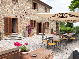 Luxury Tuscany villa up to 28 person by Leonardo, Amorosa