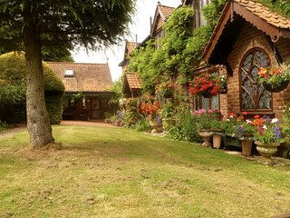 ESSENDON HERTFORDSHIRE 2 BEDROOMED COTTAGE