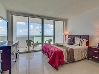 Oceanfront studio w/ spectacular view, pool, gym, tennis!